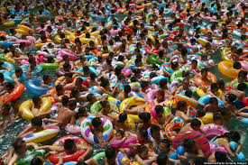chinese tourists really love their swimming pool at the u0027daying
