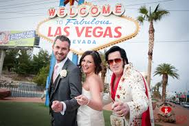 elvis wedding in vegas las vegas sign with elvis las vegas wedding photos