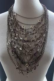 diy punk necklace images Descubre c mo convertir cientos de seguritos en incre bles accesorios jpg