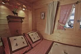 chambre de dormir dormir dans la chambre chardon bleu chalet hotel restaurant la