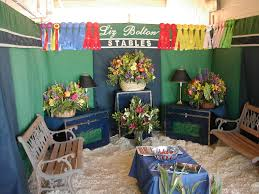 the flowers on the tack trunks are great for pictures but not