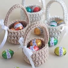 easter egg baskets to make mini crochet easter eggs basket craftgawker