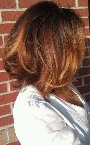 honey brown haie carmel highlights short hair shiny wavy short brunette chocolate brown honey