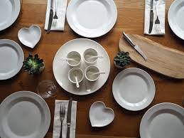 Casual Table Setting A White Table Setting And A Life Changing Decision What Lizzy Loves