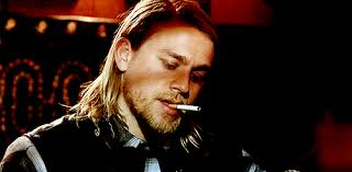 how to have jax teller hair when he rocks the long hair so well charlie hunnam as jax