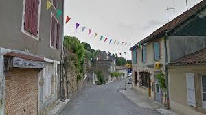 bureau de poste carcassonne le maire et les habitants de montesquiou bataillent contre la poste