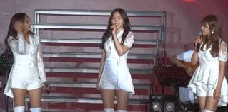 apink stuns fans with flawless english in singapore