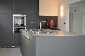 küche nach maß küche nach maß anthrazit grifflos mit edelstahlplatte