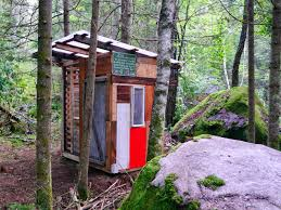 relaxshacks com a tiny bunk house made from scrap and junk in the