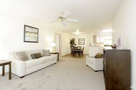 2 Bedroom Apartments In Bloomington Il by Turnberry Village Apartments Bloomington Il Apartment Finder