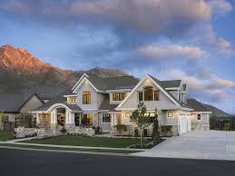 craftsman style house characteristics craftsman style house plan 6 beds 5 50 baths 6680 sq ft plan 920 24