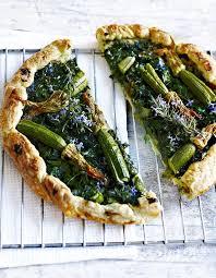 cuisiner les fleurs de courgette tarte aux fleurs de courgette pour 4 personnes recettes à table