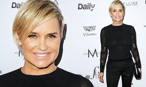 natural color of yolanda fosters hair real housewives yolanda foster goes for a glamorous look at