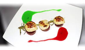 recette cuisine gastronomique brochette de jacques en romarin sur pilotis de betteraves