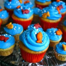 dr seuss cupcakes dr seuss one fish two fish fish blue fish cupcakes dr seuss