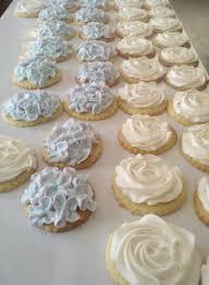 italian meringue buttercream dust with flour