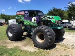 picture of grave digger monster truck monster mayhem with gravedigger at the no limit rc world finals