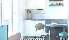 cuisine pour petit espace cuisine equipee surface cuisine ouverte avec bar