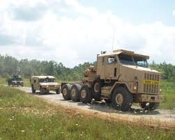 1999 oshkosh m1070 heavy equipment transporter tractor truck on