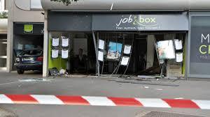 bureau d int駻im rennes une voiture défonce les vitrines d une agence d inté