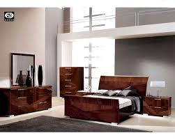 Modern Bedroom Set Furniture Bedroom Set In High Gloss Walnut Finish 33b161