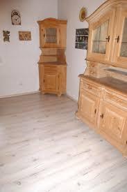 Wohnzimmer Modern Parkett Helles Laminat Cool Wohnzimmer Dunkler Laminat Fußboden Surfinser