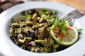 comment cuisiner le chou romanesco salade de chou romanesco rôti aux pistaches et aux notes asiatiques