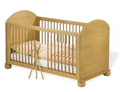 chambre bébé pin massif lit bébé bois massif photo lit bebe evolutif