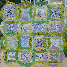 Double Wedding Ring Quilt by Double Wedding Ring Quilt And Cutting Tips Piecedgoods