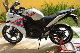 cbr 15or honda cbr 150r with only 4k on the clock less than 1 year old