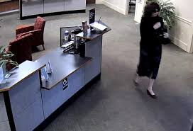 robber escapes with money from wells fargo bank kxan com