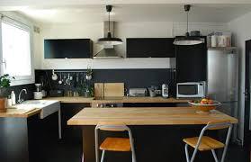 cuisine noir laqué plan de travail bois beautiful cuisine noir et blanc et bois pictures design trends