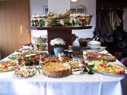 Buffet Style Dinner Party Menu Ideas by Queen Table Buffet Tables