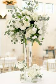 Black And White Centerpieces For Weddings by Best 20 White Flower Centerpieces Ideas On Pinterest White