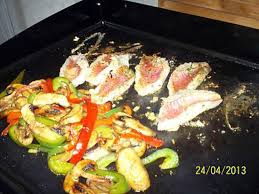 cuisiner a la plancha recette de rouget et légumes à la plancha