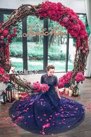 wedding backdrop accessories fuchsia hot pink navy blue bridal photography idea