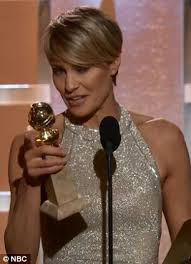 house of cards robin wright hairstyle robin wright accepts golden globe award after sideshow on red