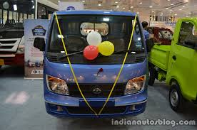 ace family jeep tata ace celebrates 10th anniversary with 1 5 million sales