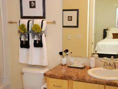 How to Hang Bathroom Towels Decoratively