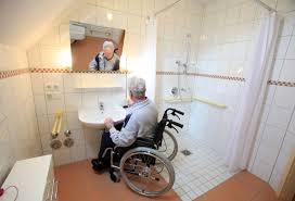 badezimmer behindertengerecht umbauen bad barrierefrei bauen magazin