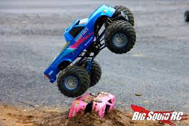 bigfoot the monster truck videos everybody u0027s scalin u0027 for the weekend u2013 trigger king r c mud