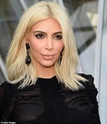 jennifer aniston s hair color formula jennifer aniston insists she will never go platinum blonde like