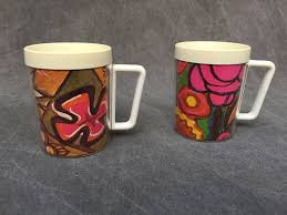 design plastic mug 60 s thermo serv plastic mugs mod flower design x2 mugs