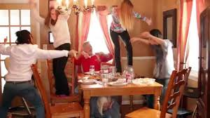 funny family thanksgiving pictures happy thanksgiving food fight harlem shake holiday funny youtube
