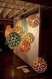 Homemade Light Decorations Yarn Balls Made With Paper Mache And Balloons So Easy To Make