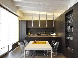 cuisine sous pente aménager une cuisine sous les toits sans perdre de place