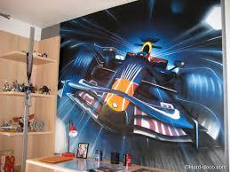 chambre f1 décoration graffiti f1 bull