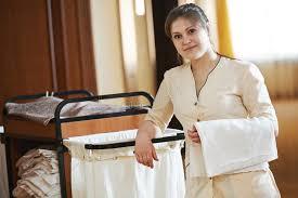hotel femme de chambre femme de chambre à l hôtel photo stock image du entretien 44645288