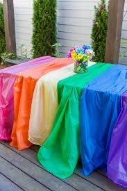 themed table cloth use plastic table cloths to create an easy rainbow party