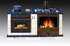 cuisine poele a bois cuisinières à bois découvrez les cuisines traditionnelles oliger